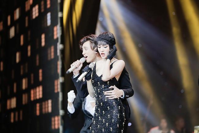 Cô cũng thường được nhắc đến trong các nghi vấn tình cảm, như với nam ca sĩ Soobin Hoàng Sơn.