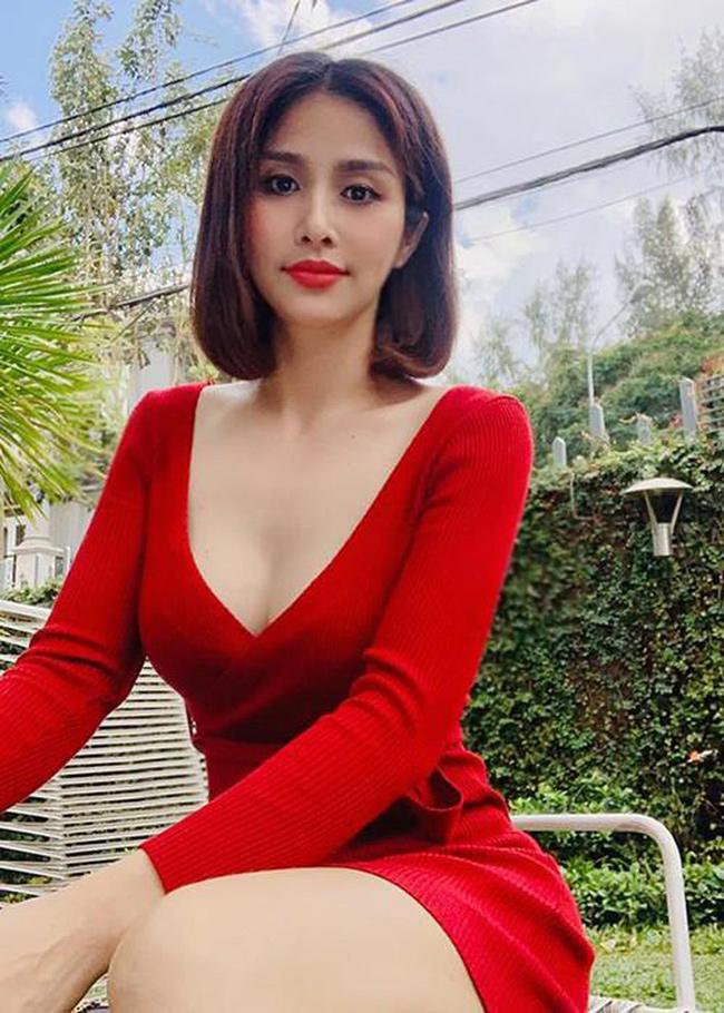 """Mới đây diễn viên Thảo Trang - vợ cũ Phan Thanh Bình chia sẻ về hậu trường cảnh nóng trong phim truyền hình """"Tiếng sét trong mưa""""."""
