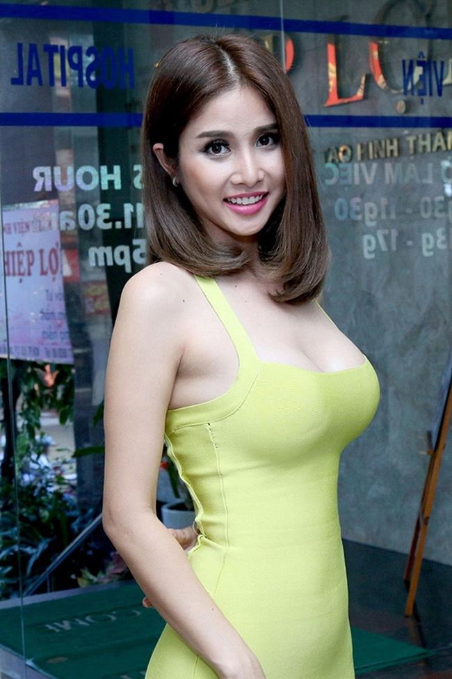 Sau khi ly hôn, Thảo Trang vẫn là bà mẹ đơn thân. Cô chưa tiết lộ về chuyện tình cảm riêng tư với ai khác.