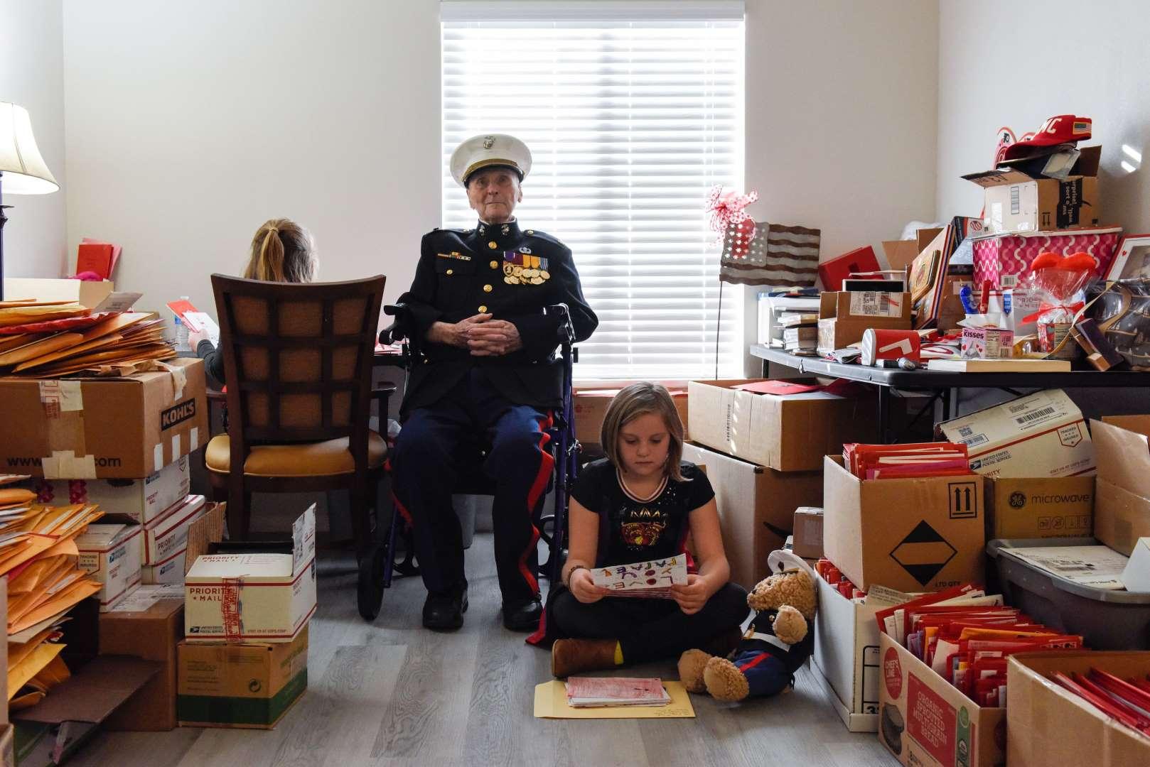 Cụ ông 104 tuổi nhận được 70.000 bức thư, thiệp mừng trong ngày lễ Tình nhân - 1