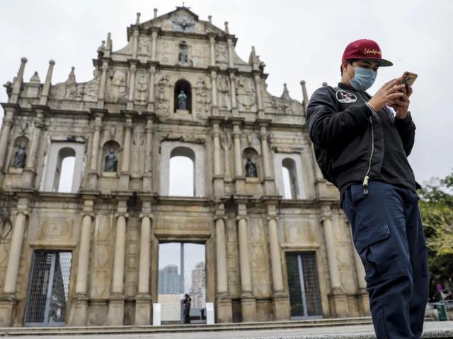 """Macau """"chơi lớn"""", phát 247 triệu USD cho dân mua sắm chống dịch"""