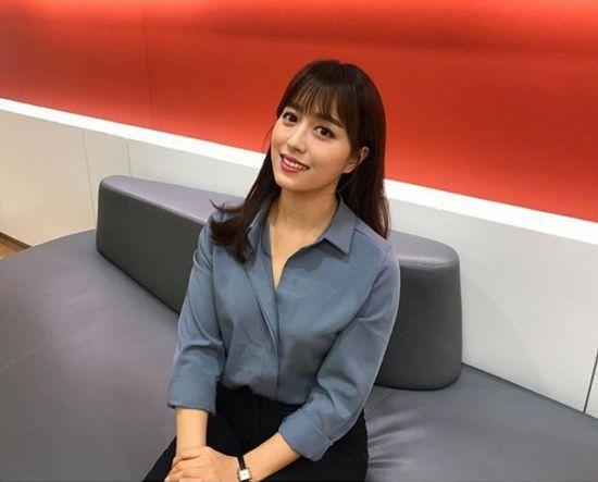 Nữ MC Hàn Quốc mặc trang phục gây sốc trên sóng trực tiếp: Sự thật bất ngờ - 1
