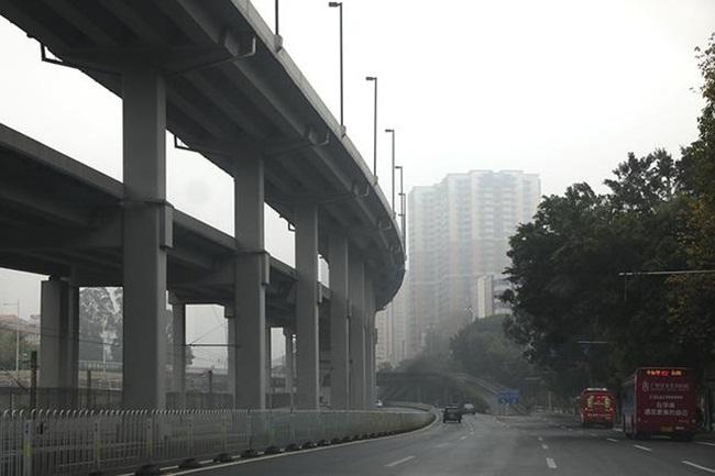 Quảng Châu thủ phủ tỉnh Quảng Đông, Trung Quốc là thành phố giàu có hàng đầu ở nước này. Với dân buôn Việt Nam, Quảng Châu không phải là địa điểm xa lạ khi họ thường sang đây nhập hàng về bán.