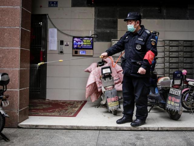 Để người nhiễm virus Corona tự tử, quan chức Trung Quốc nhận trừng phạt nghiêm khắc