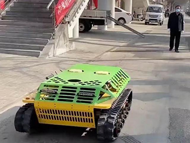 Trung Quốc dùng xe tăng điều khiển từ xa chống virus Corona