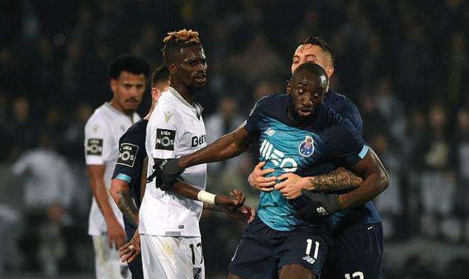 Sửng sốt: SAO Porto nổi khùng bỏ trận đấu vì bị đối xử tệ bạc - 1