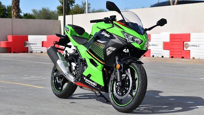 1. Kawasaki Ninja 400 2020 (giá: 6.299 euro)