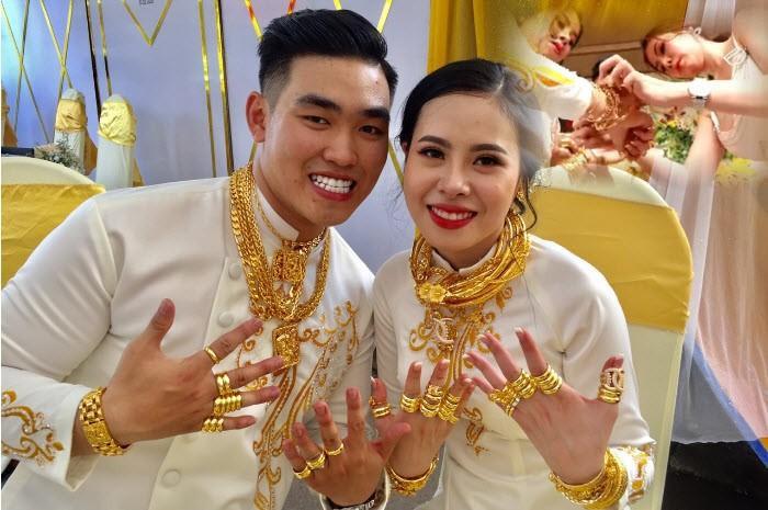 Nam diễn viên đi ăn cưới nhà siêu giàu có hồi môn 2,5 tỷ và 49 cây vàng là ai? - 1