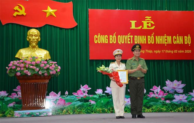 Nóng 24h qua: Nữ thượng tá 43 tuổi làm Phó Giám đốc Công an tỉnh Đồng Tháp - 1