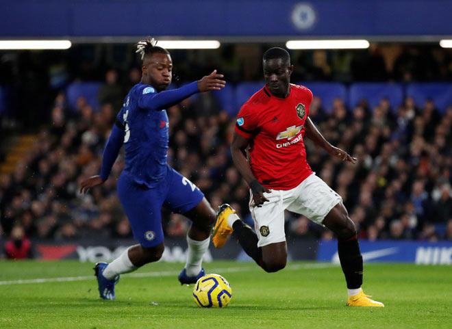 Phát sốt với trung vệ MU: Đảo chân lừa tiền đạo Chelsea trong vòng cấm - 1