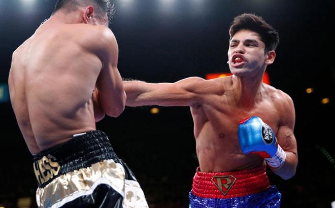 """""""Cậu bé vàng"""" boxing đắt giá 700 triệu USD: Đấm gục đối thủ sau 80 giây - 1"""
