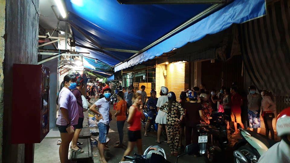 Lời khai người vợ đâm chết chồng giữa chợ ở Sài Gòn - 1
