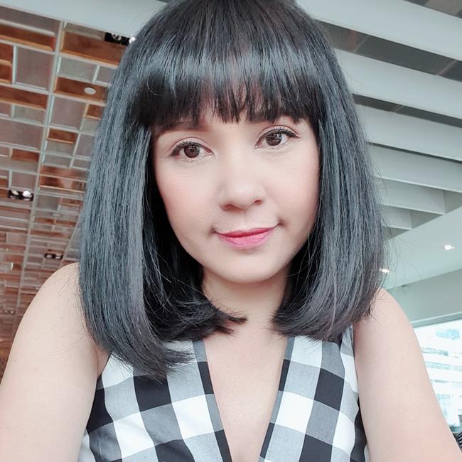 Để kiểu tóc ngắn, Việt Trinh cho thấy sự trẻ trung. Hiện người đẹp là mẹ đơn thân của một cậu con trai.