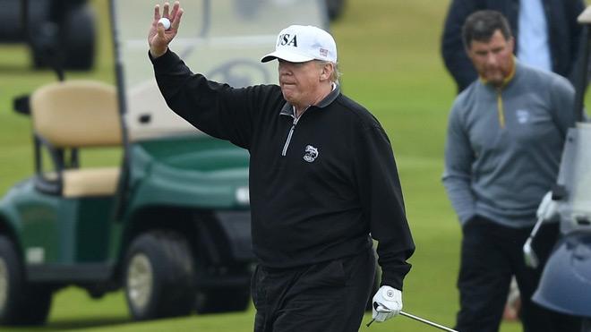 """Ngỡ ngàng Tổng thống Trump chơi golf """"tốn kém"""" hơn lương cầu thủ 430 triệu USD - 1"""