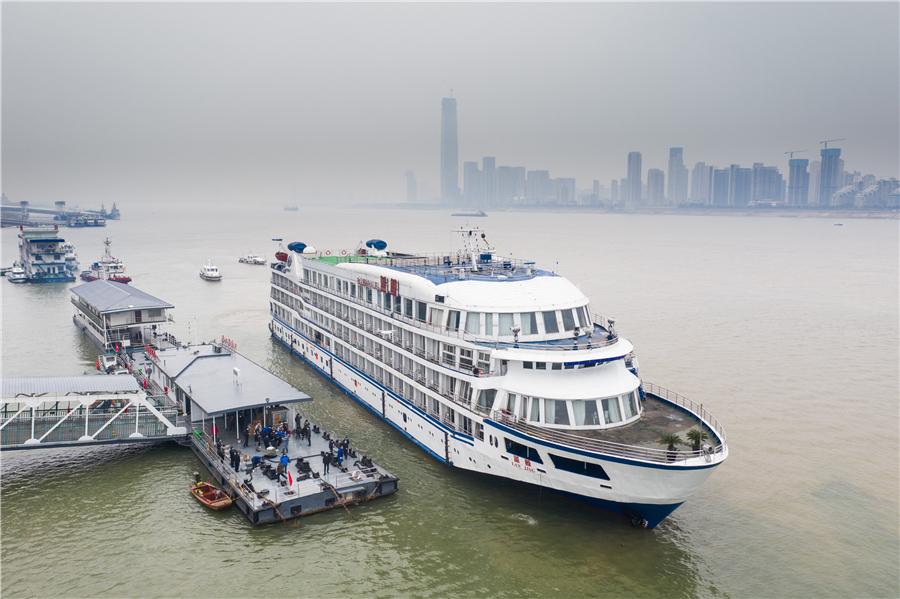 """Thành phố TQ """"chơi lớn"""", dùng 7 du thuyền làm khách sạn nổi cho nhân viên y tế Vũ Hán - 1"""