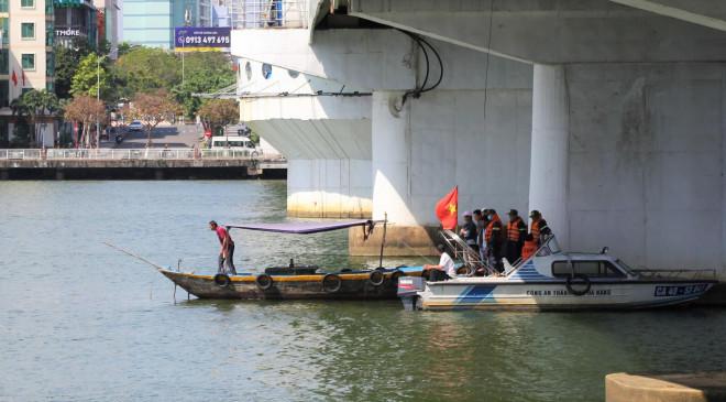 Buồn chuyện tình cảm, nam thanh niên nhảy cầu sông Hàn tự tử - 1