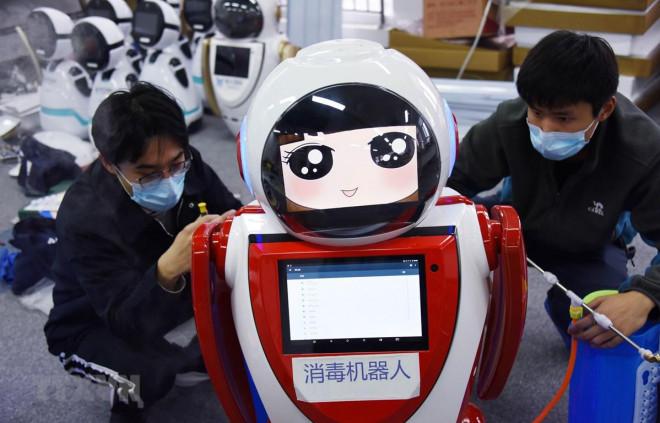 Trung Quốc dùng robot 5G hỗ trợ kiểm soát dịch Covid-19 - 1