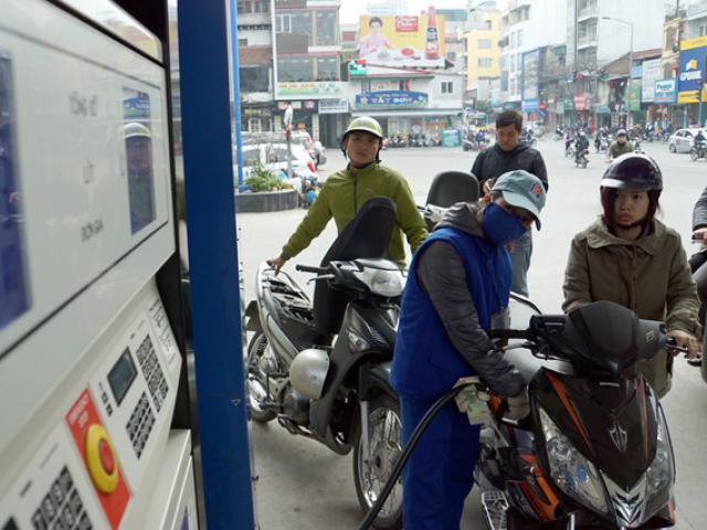 COVID-19 lan rộng, giá xăng dầu quay đầu giảm mạnh ngay đầu tuần
