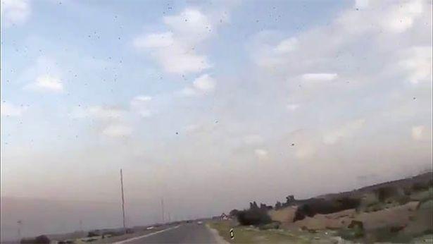 Không chỉ Covid-19, Iran hứng chịu 3 tai họa trong một ngày - 1