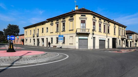 """Dịch Covid-19: Thị trấn Italia không một bóng người """"giống ở Vũ Hán"""" - 1"""