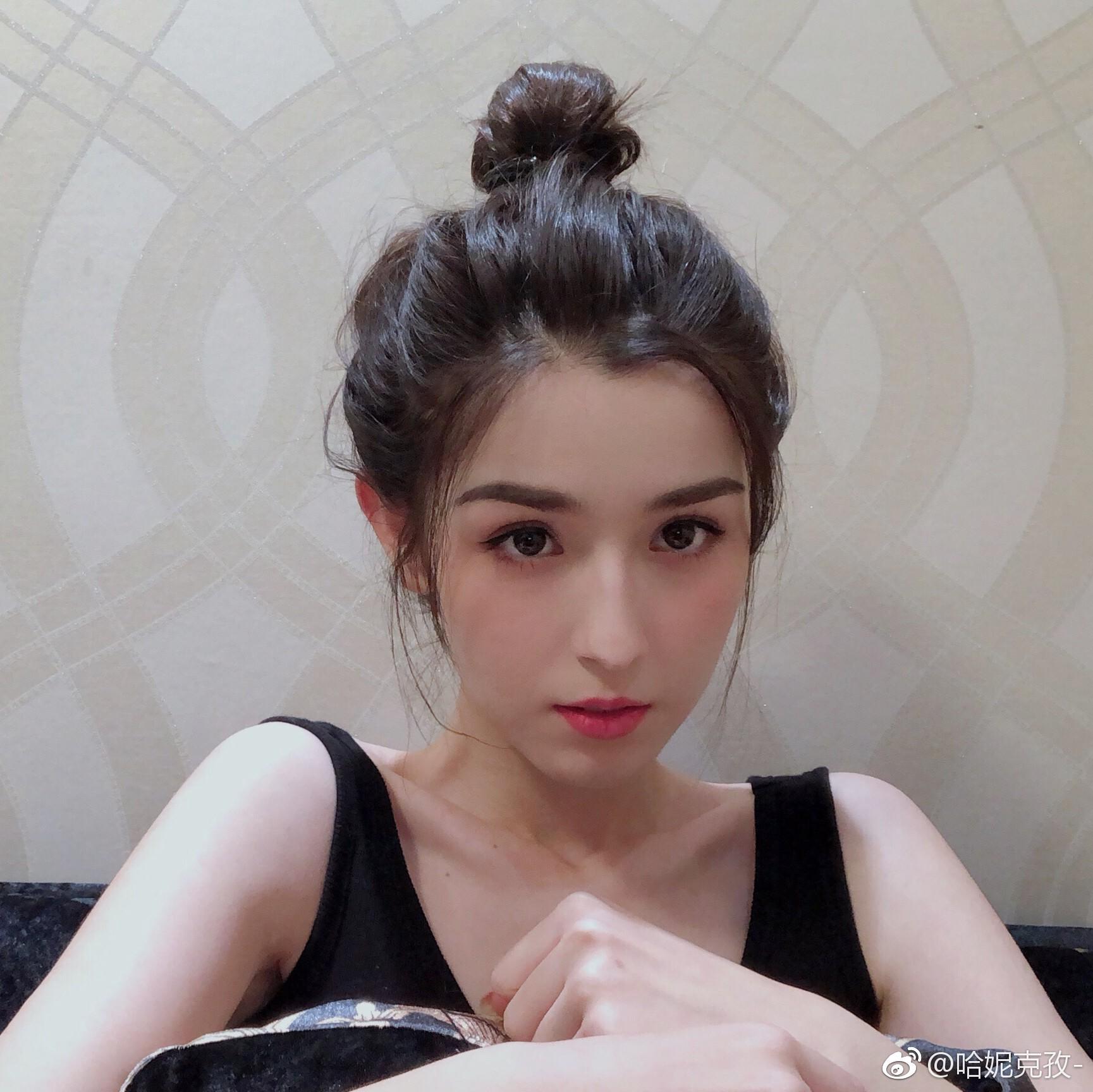 Người đẹp bị đồn lộ clip gây xôn xao cộng đồng mạng - 1