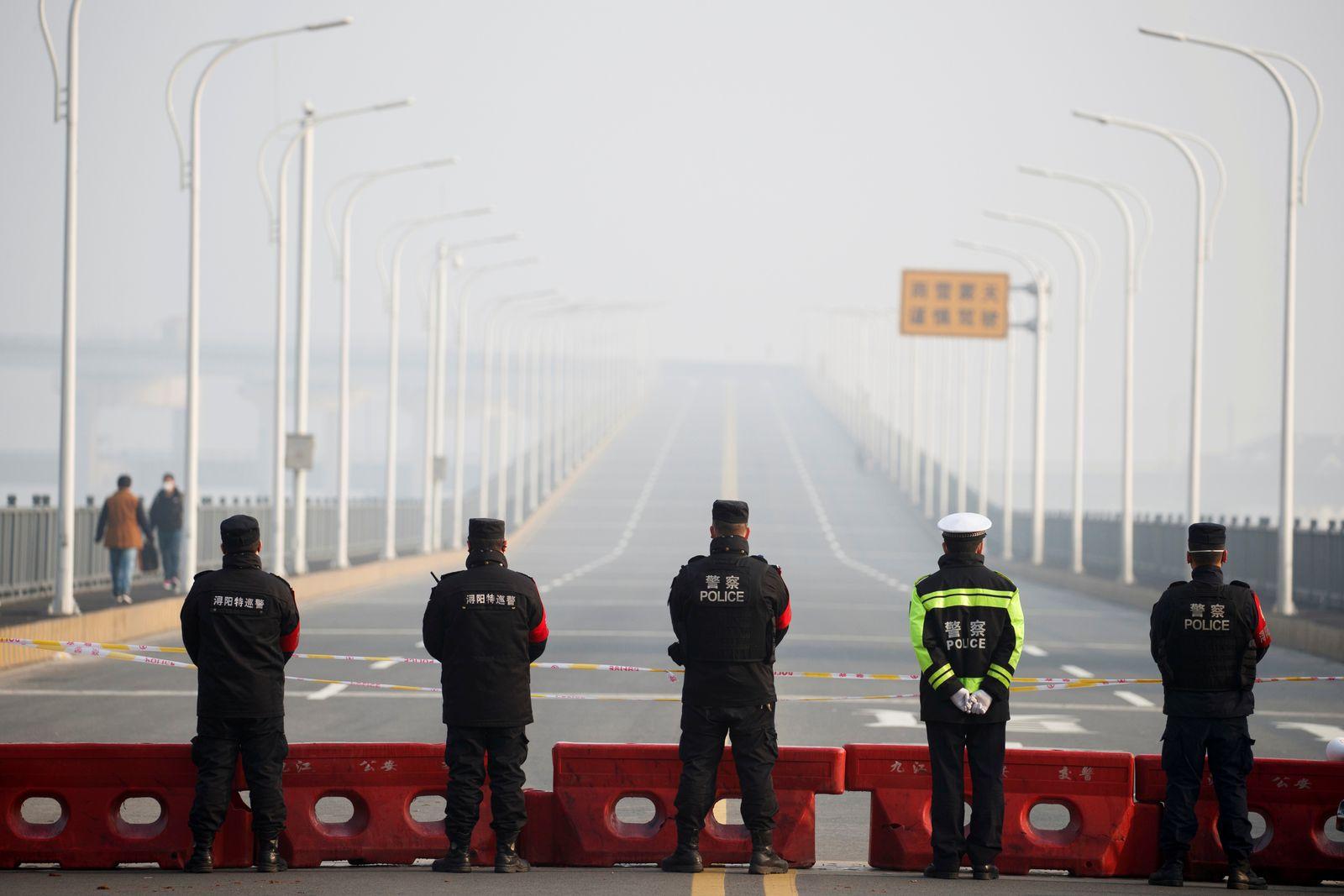 Trung Quốc trừng phạt quan chức tự ý thông báo nới lỏng lệnh phong tỏa Vũ Hán - 1