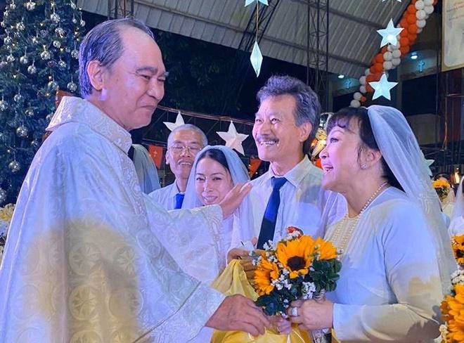 Danh ca Hương Lan bất ngờ tổ chức đám cưới ở tuổi 64 - 1