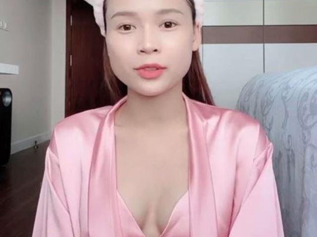 """Mặc khiêu khích khi livestream: """"Mỹ nữ Việt sở hữu 50 tỷ đồng"""", Chi Pu gặp rắc rối"""