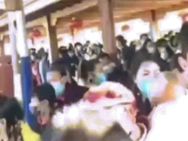 Du khách Trung Quốc đổ xô đến các điểm du lịch mới mở lại, bất chấp dịch Covid-19