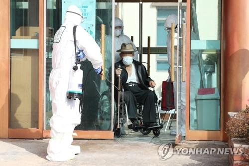 Hàn Quốc có người nước ngoài đầu tiên nhiễm Covid-19 tử vong, tổng số ca là 1.146 - 1