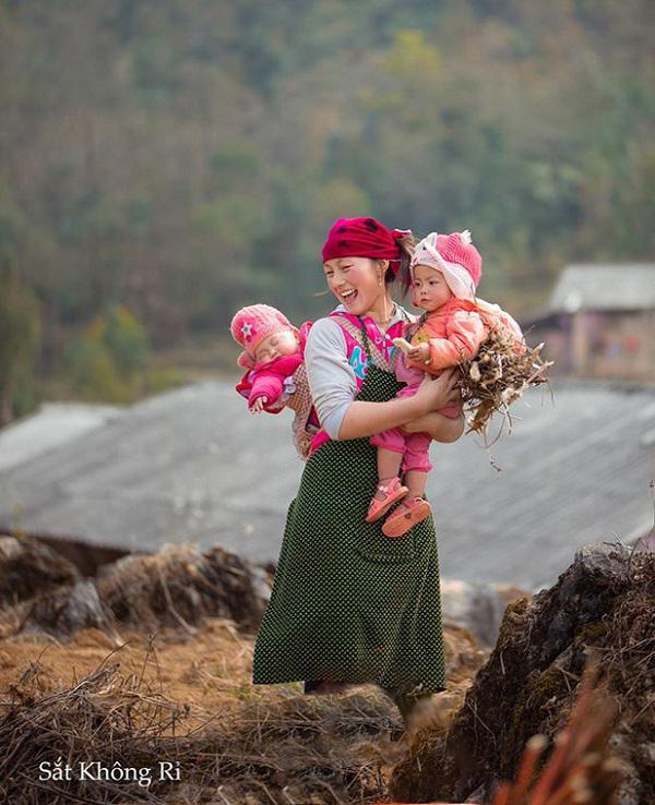Cô gái H'Mông đốn tim cộng đồng mạng bởi nụ cười tỏa nắng - 1