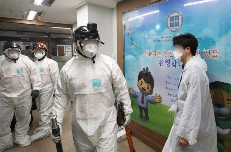 Dịch Covid-19 ở Hàn Quốc: Số ca nhiễm mới tăng kỷ lục trong một ngày - 1