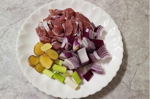Chỉ 10 phút có ngay món canh thịt bò ngon bất ngờ cho bữa tối bận rộn - 1