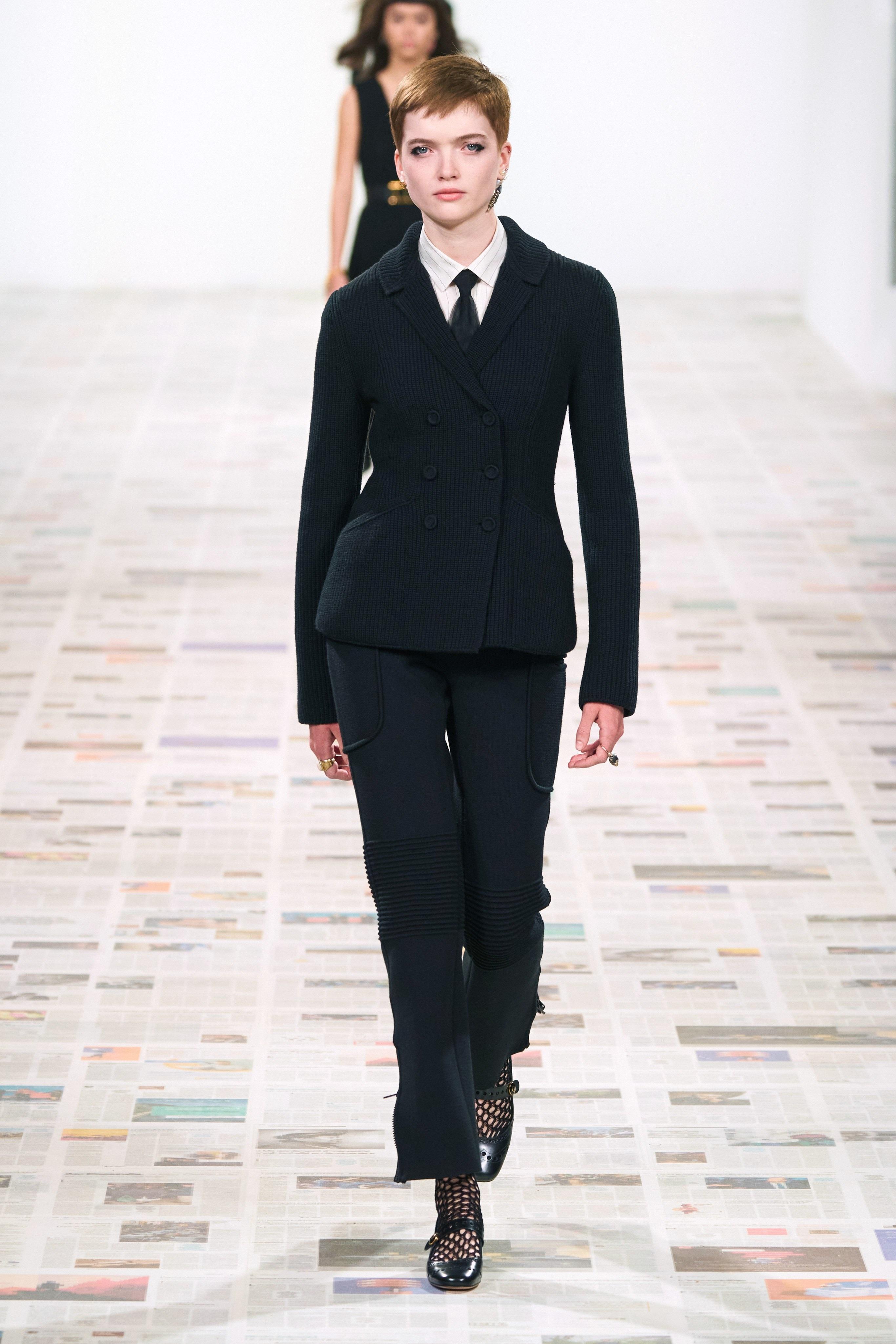 Thời trang nữ quyền của Dior tại Paris Fashion Week - 3