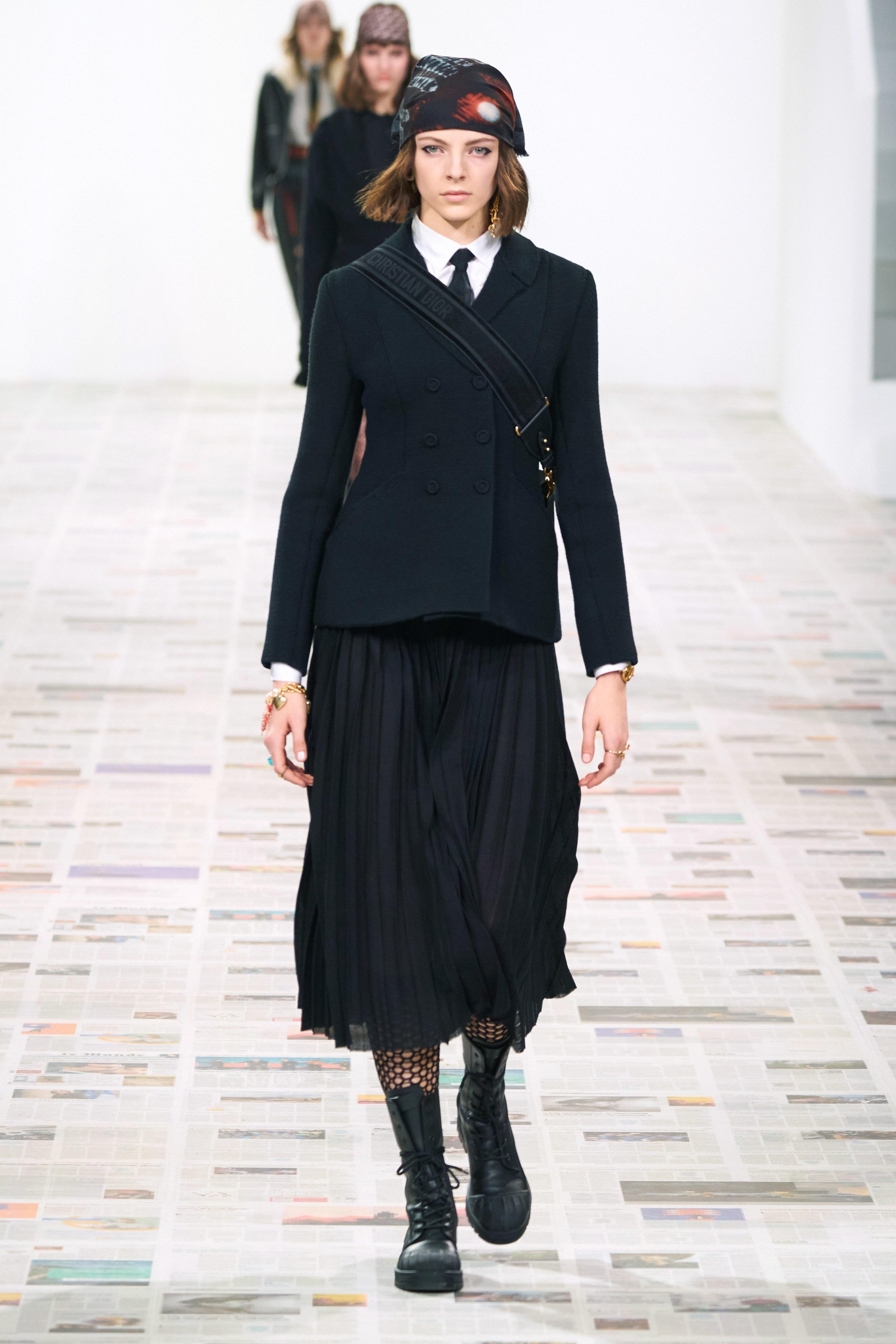 Thời trang nữ quyền của Dior tại Paris Fashion Week - 4