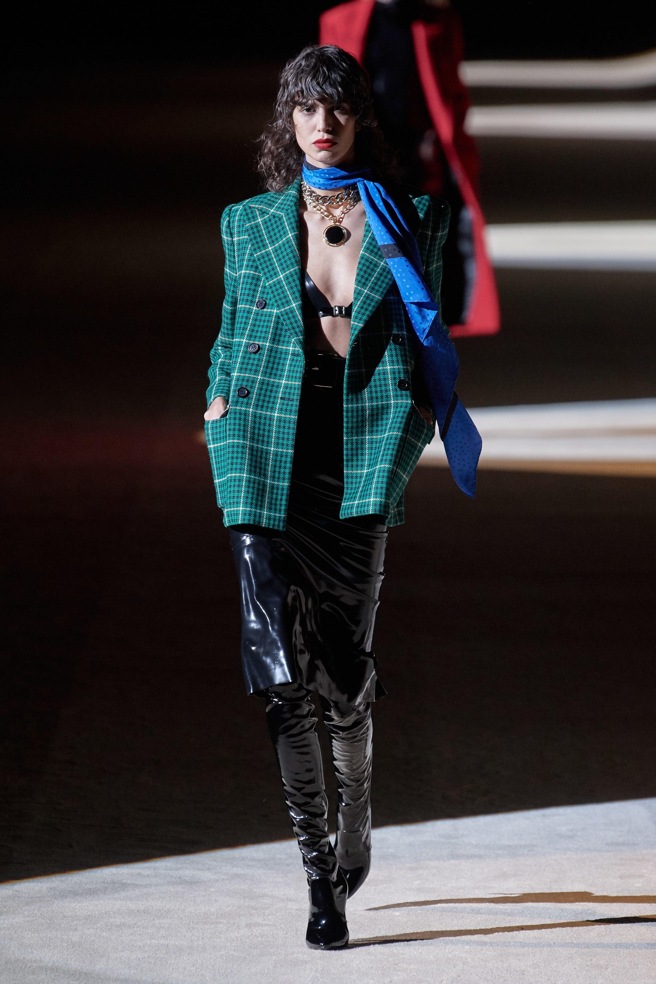 Thời trang nữ quyền của Dior tại Paris Fashion Week - 9