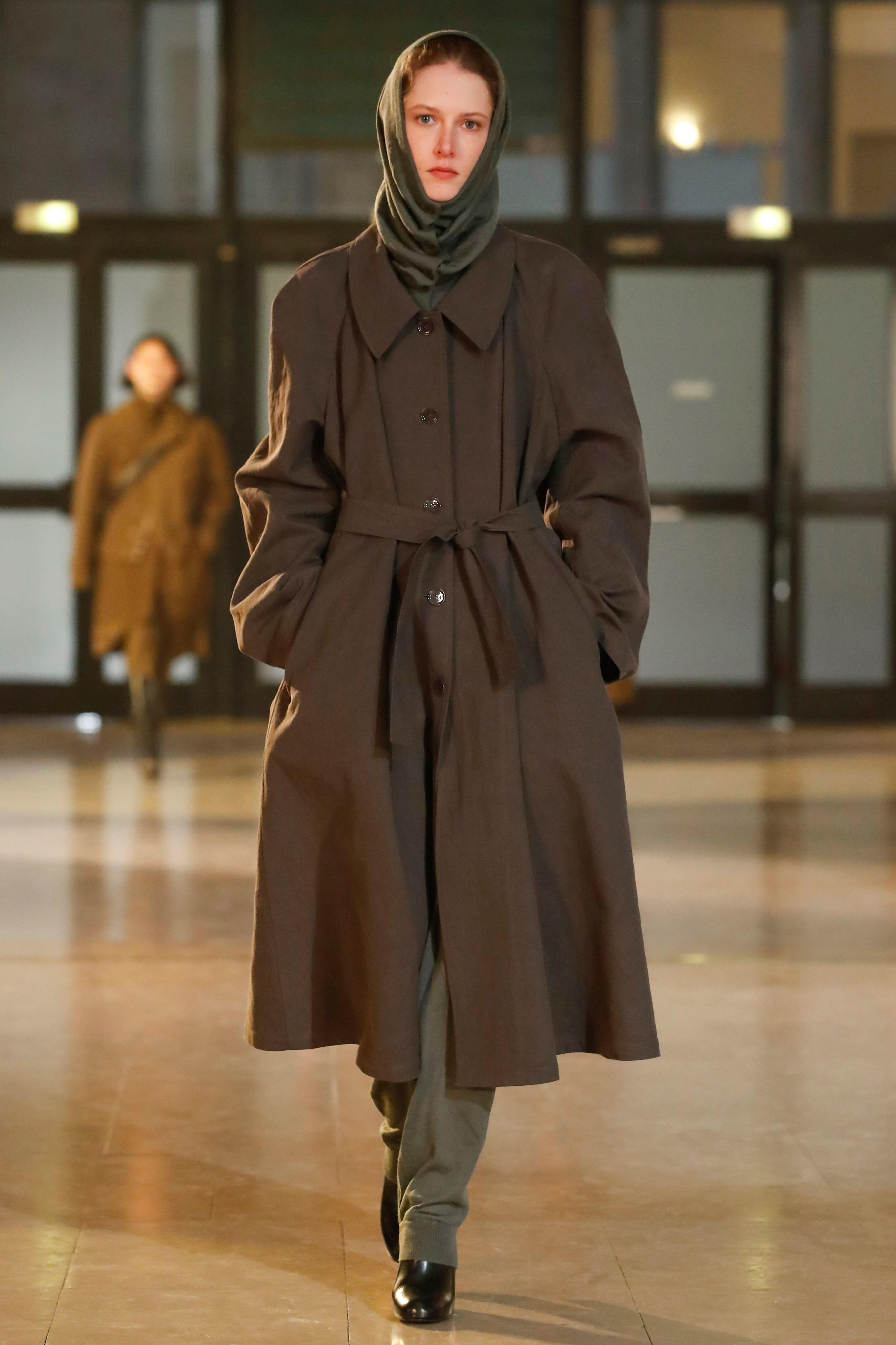 Thời trang nữ quyền của Dior tại Paris Fashion Week - 19