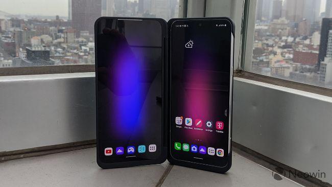 Giống như G8X và V50, LG mang đến V60 ThinQ 5G phụ kiện Dual Screen và có cùng kích thước màn hình với chính điện thoại.