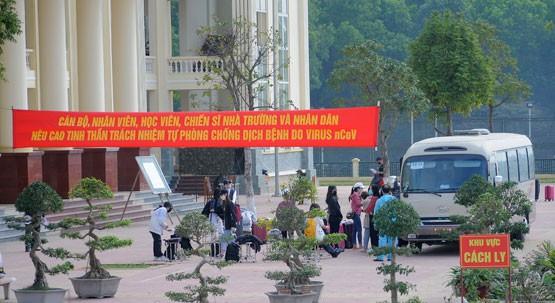 Hàng trăm người ở Hàn Quốc về Hà Nội chờ được cách ly - 1