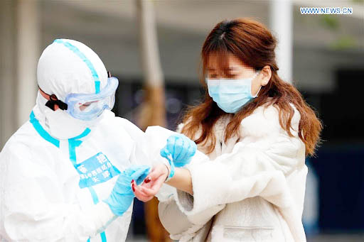 Đây là biểu hiện của 80% người nhiễm virus Corona ở Trung Quốc - 1