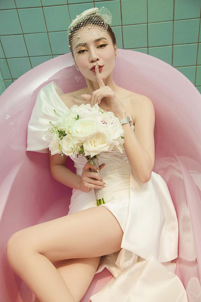Ninh Dương Lan Ngọc được khen ngợi là ngọc nữ của màn ảnh Việt. Gương mặt xinh đẹp, thân hình gợi cảm, nữ diễn viên còn thường xuyên được mời làm mẫu ảnh. Tuy nhiên, không ít hoài nghi cho rằng các bức hình Lan Ngọc làm mẫu đều được photoshop mới trở nên hoàn hảo như vậy.