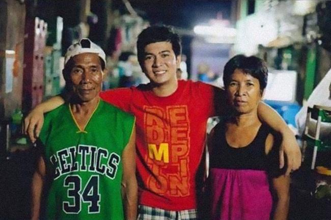 Jayvee Lazaro Badile II được cặp vợ chồng Nanay và Tatay (sống ở Philippines) nhận nuôi từ khi còn nhỏ. Mặc dù, cặp vợ chồng này nghèo nhưng họ vẫn cố gắng để thay đổi cuộc sống của một đứa trẻ.