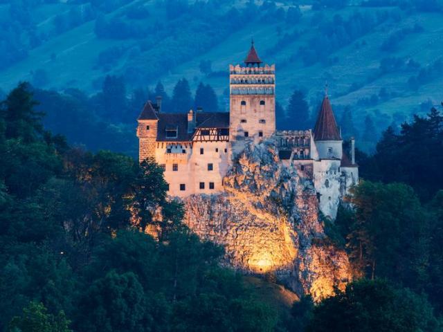 """Du lịch - Lâu đài """"ma"""" ở Romania và những câu chuyện lạnh gáy"""