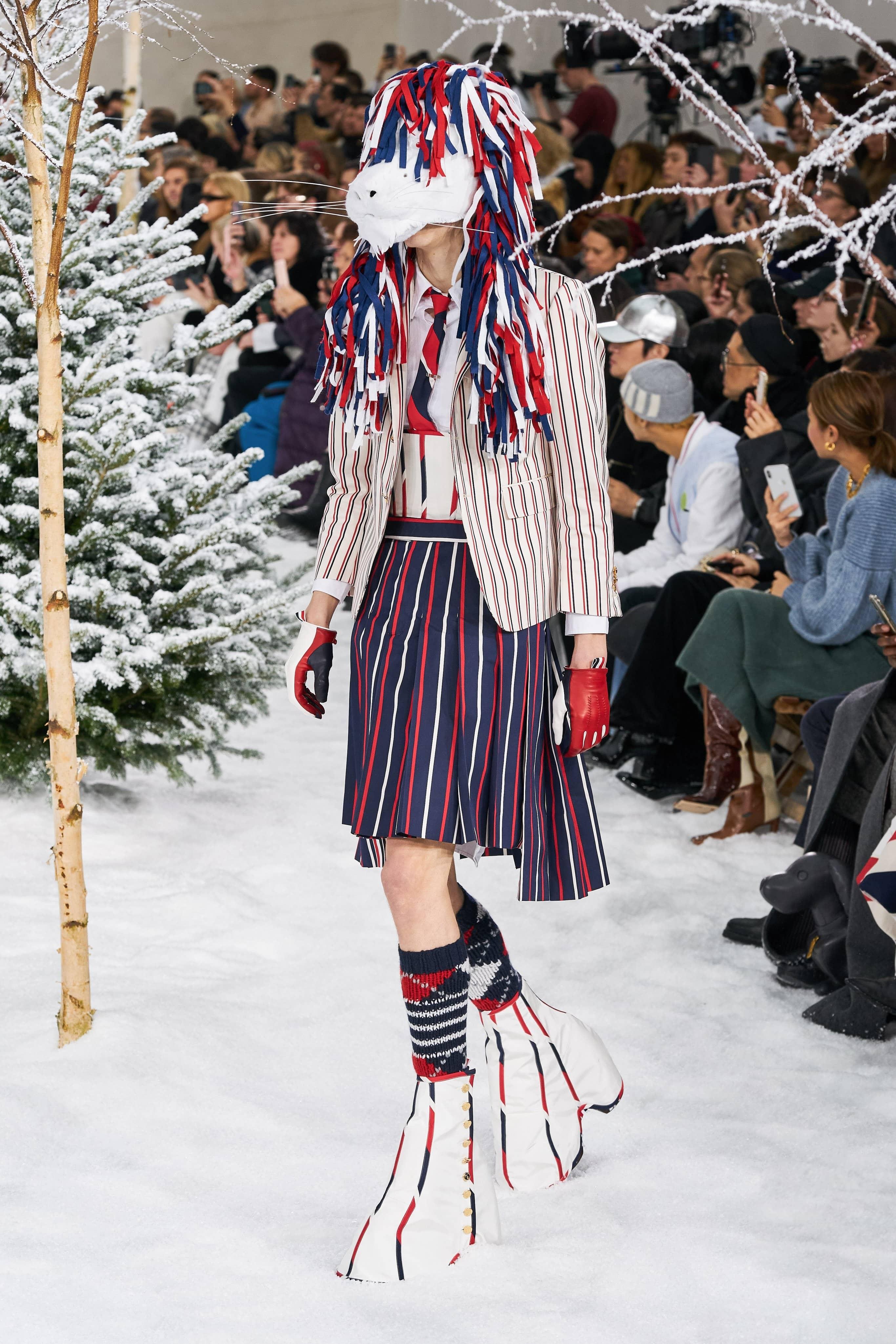 Người mẫu đội đầu thú lên trình diễn thời trang tại Paris Fashion Week - 2
