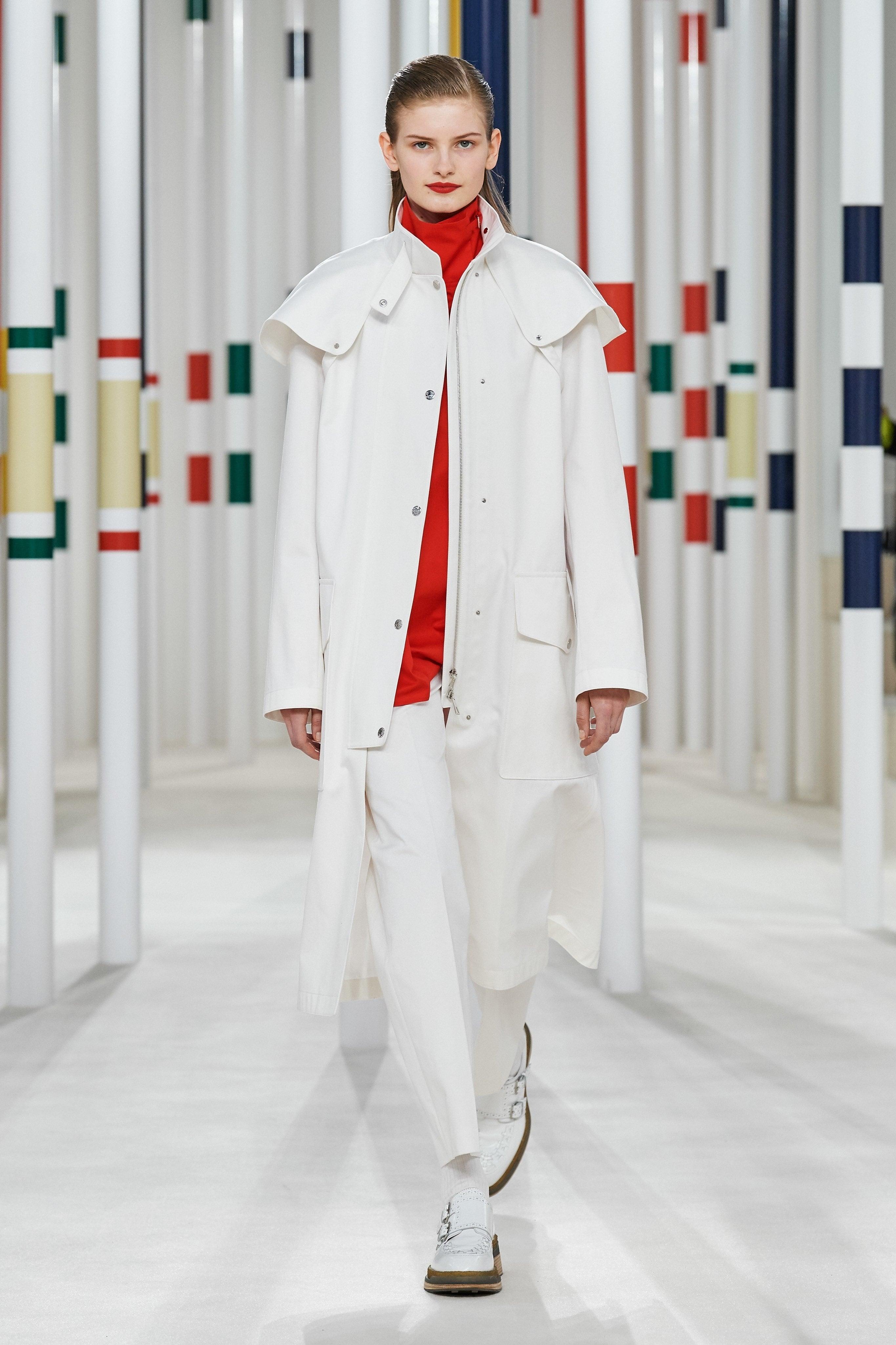 Người mẫu đội đầu thú lên trình diễn thời trang tại Paris Fashion Week - 5