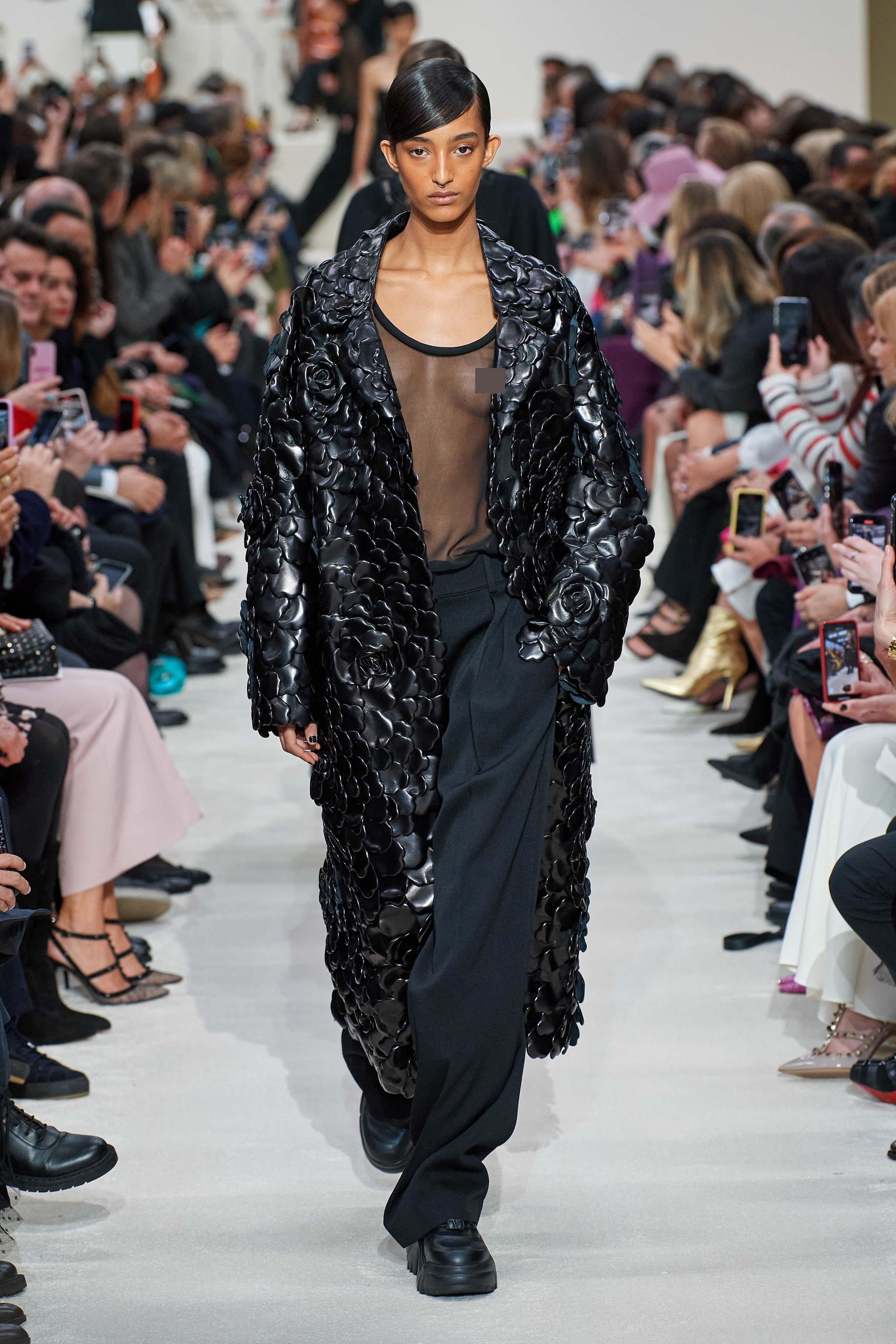 Người mẫu đội đầu thú lên trình diễn thời trang tại Paris Fashion Week - 9