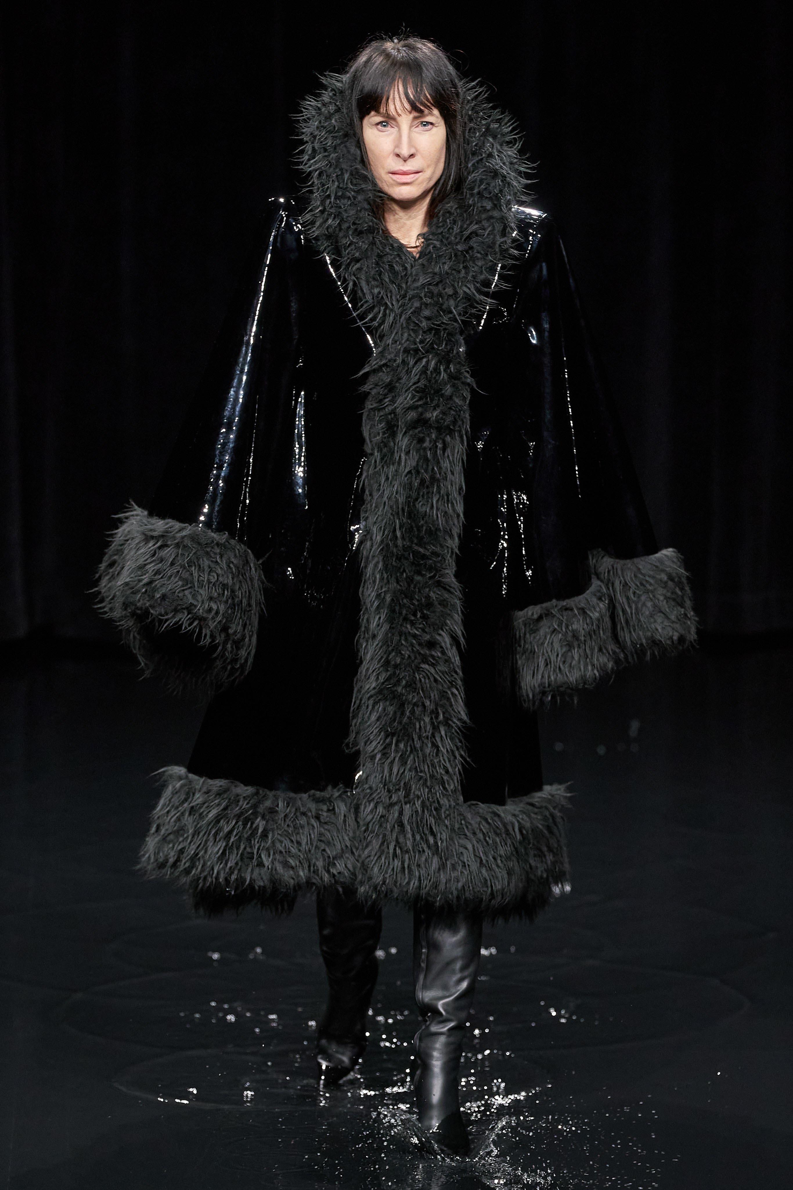 Người mẫu đội đầu thú lên trình diễn thời trang tại Paris Fashion Week - 18