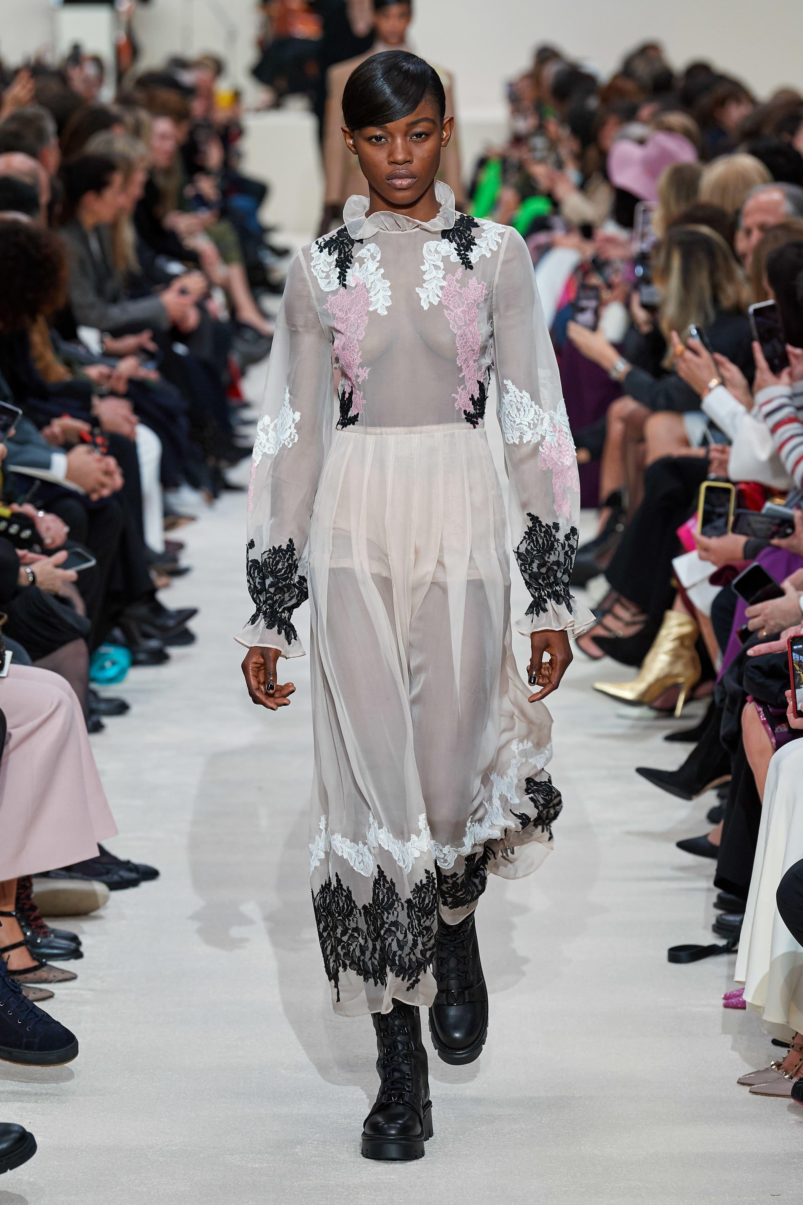 Người mẫu đội đầu thú lên trình diễn thời trang tại Paris Fashion Week - 11