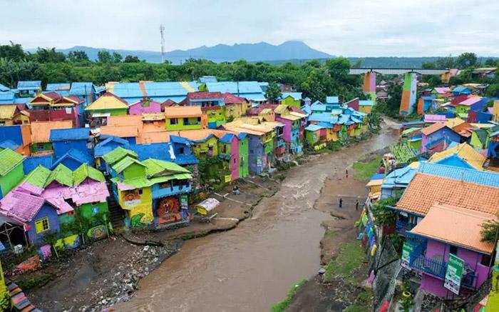 Ngôi làng nghệ thuật ở Trung Quốc, tốn hàng trăm triệu tệ để biến thành điểm du lịch - 1