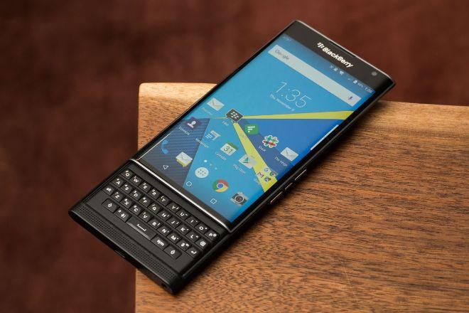 Bạn có còn nhớ những chiếc điện thoại BlackBerry nổi tiếng này? - 1